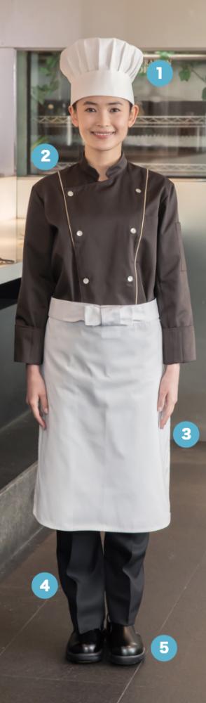 白のパイピングラインを 施したブラウンコート。 ホワイトアイテムとの 組み合わせはキッチンを 個性的に彩ります。