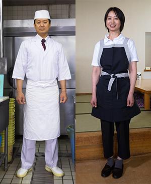 厨房は七分袖で調理がしやすい板前スタイル。ホールスタッフは黒を基調としたエプロンスタイルで料理を提供する。それぞれ動きやすさ、仕事のしやすさで選んだユニフォームだ。